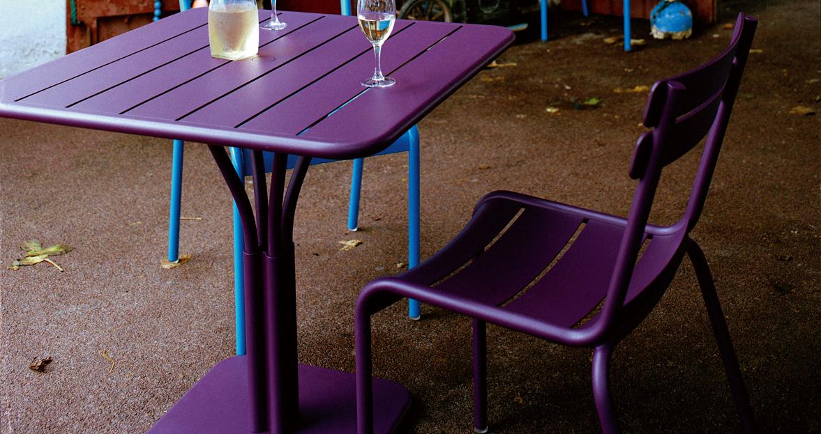 Fermob luxembourg tafel vierkant buro international for Buro design luxembourg